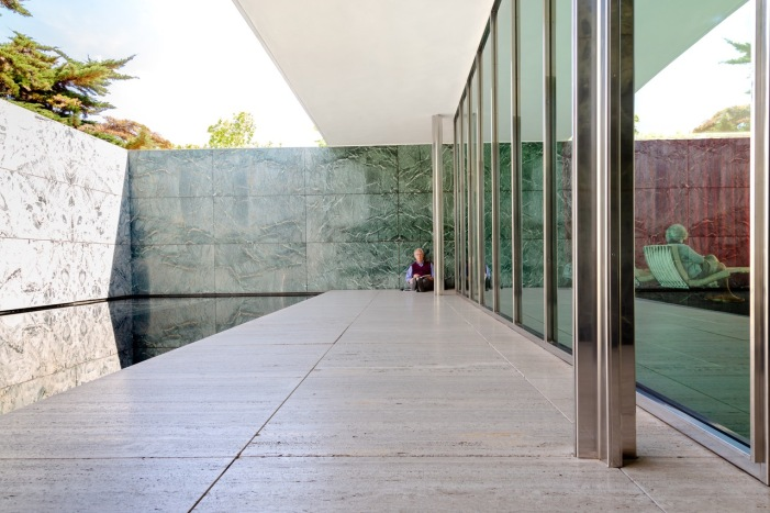 2019-05-11 Steve Foote at the Mies van der Rohe pavilion in Barcelona