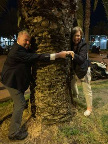 Andy Thain and Stacey Kacoyanis tree hugging